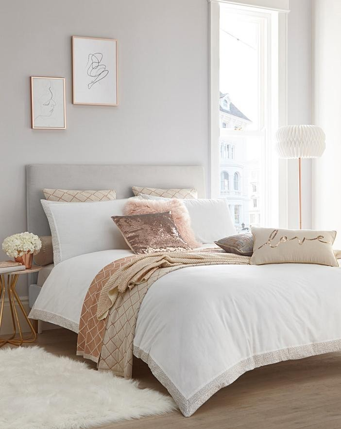 4 Pallets of Soft Furnishings, Garden Lighting, Bedding & More, 808 Pieces, Ext. Retail £26,510, Shaw, UK