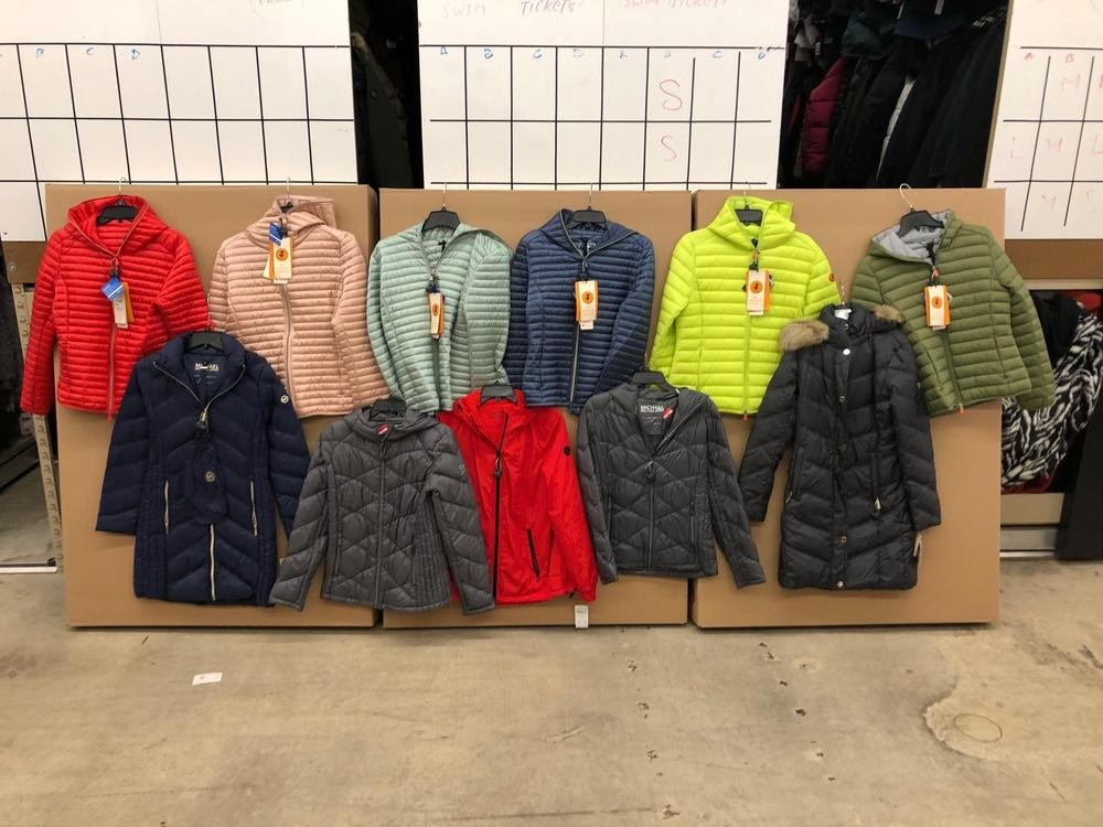 1 Pallet of Unmanifested Women's Coats Lombard, IL