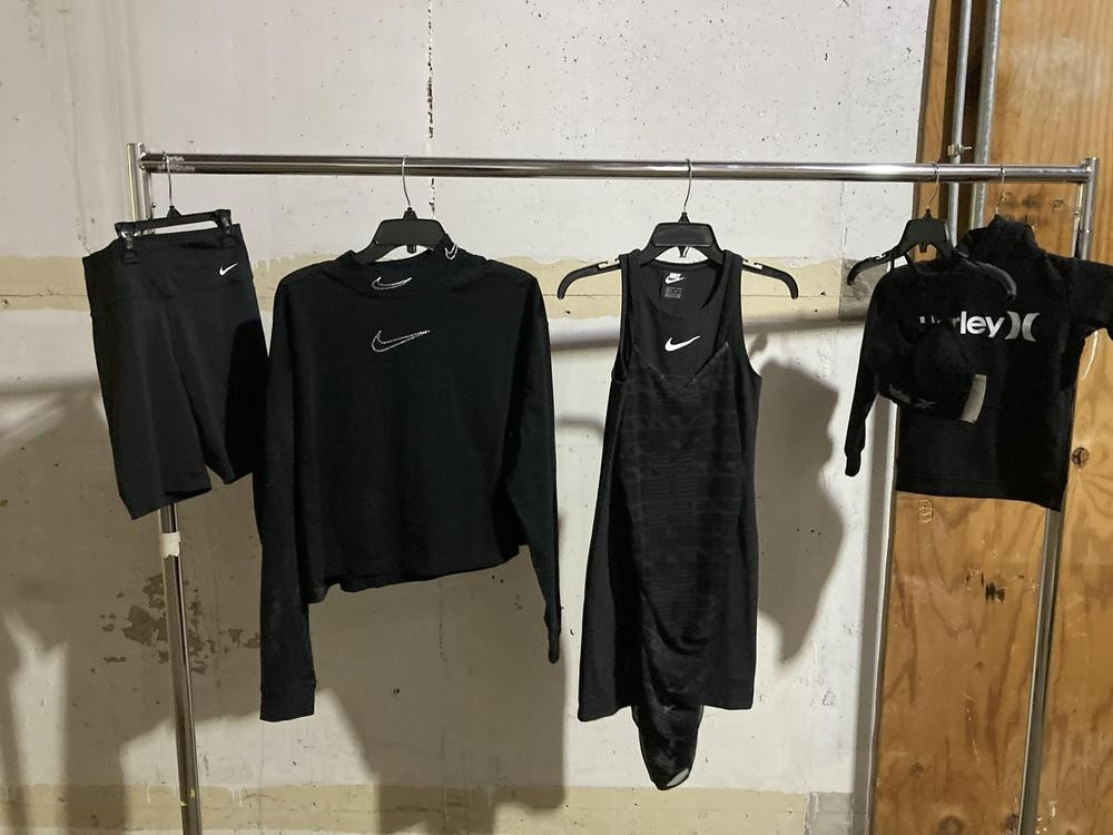 1 Pallet of Unmanifested Apparel by Patagonia, Levi, Rag and Bone, Zelle & More Lombard, IL