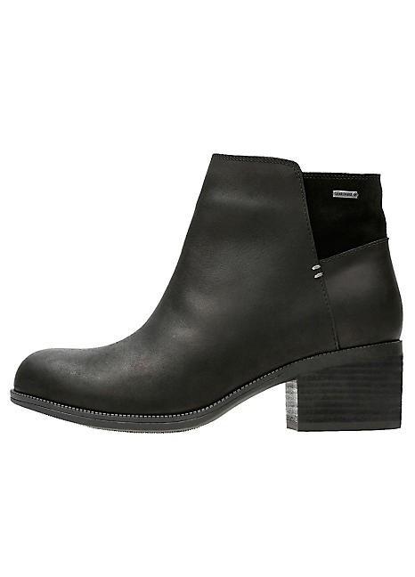 2 Pallets of Boots, 94 Pairs, Est. Original Retail £10,484, Bradford, GB