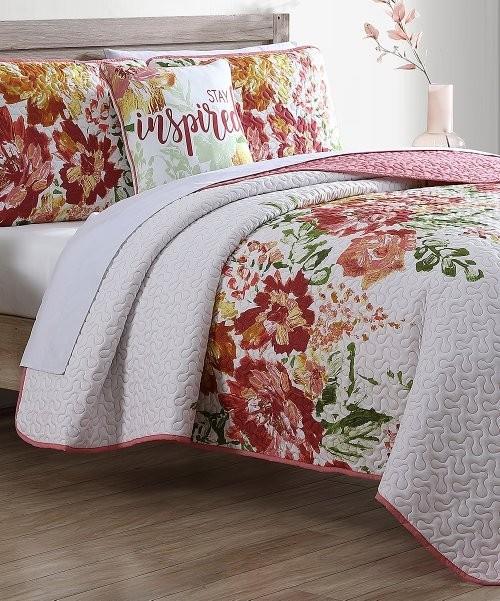 2 Pallets of Decor, Bedding, Bath & More by Lush Décor, Casual Chic Collection & More, Good / Fair, Ext. Retail $9,391, Bethlehem, PA